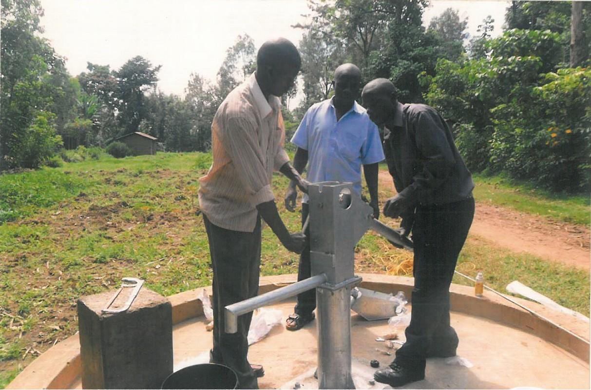 Czysta woda dla dzieci w Ugandzie